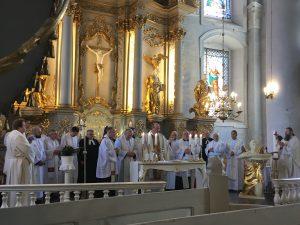 Krizmas iesvētīšanas un ordinācijas solījuma atjaunošanas dievkalpojums Liepājas Sv.Trīsvienības katedrālē, 2019.gads
